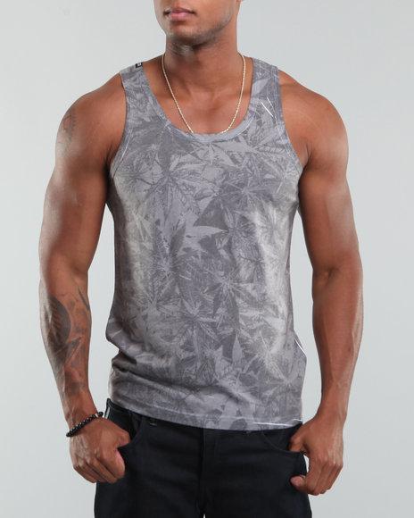 144bcf21898ca В противоположность футболкам Tank shirts - это майка, которая не имеет  рукавов. Она может носиться и как нижнее белье и как верхняя одежда в  теплое время ...